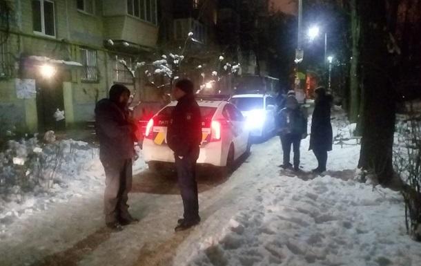 В Киеве пьяный полицейский отобрал у девочки телефон