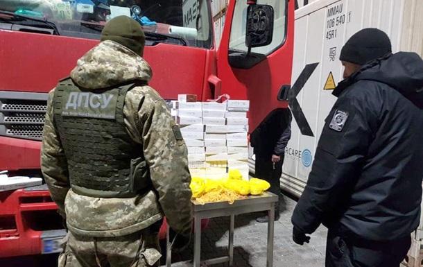 Прикордонники не випустили до Туреччини партію виробів з бурштину