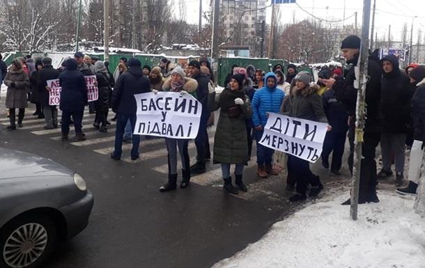 В Киеве жильцы дома без отопления перекрыли дорогу