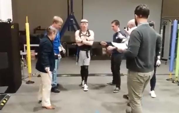 Астронавтові після МКС довелося вчитися ходити
