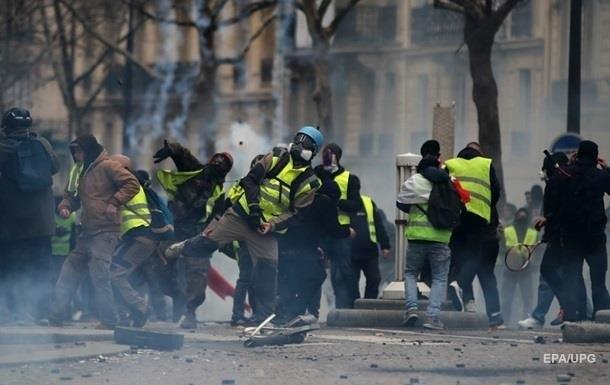 Кількість затриманих на протестах у Парижі перевищила 140