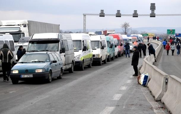 Пробки на западной границе - до 38 часов ожидания