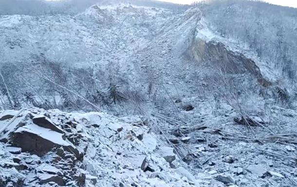 Метеорит перекрыл реку, угрожая селам подтоплением
