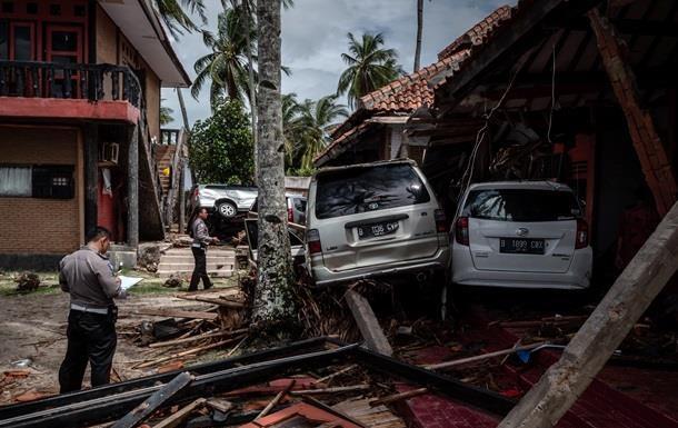 Кількість жертв цунамі в Індонезії досягла 429 осіб