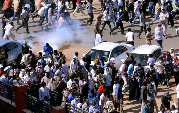 Поліція розігнала марш до президентського палацу в столиці Судану