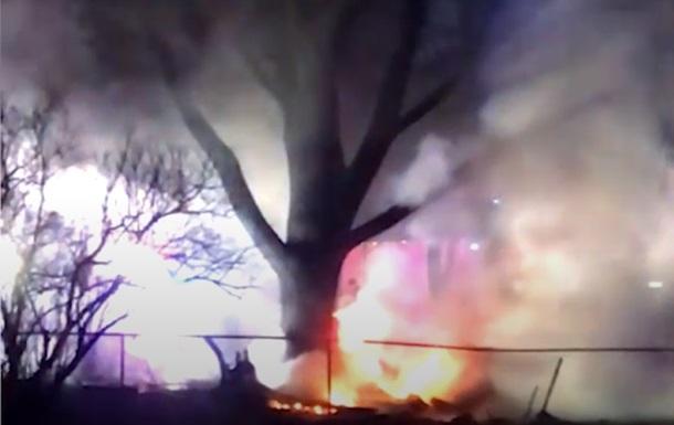 Упавший на жилые дома самолет сняли на видео