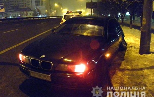 П яна жінка викрала авто в Києві і потрапила в аварію