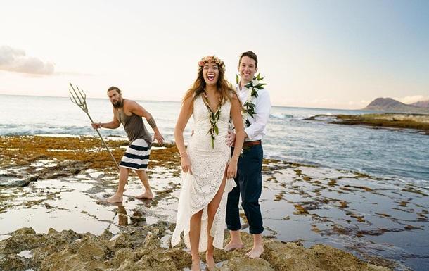 Аквамен  случайно снялся в свадебной фотосессии