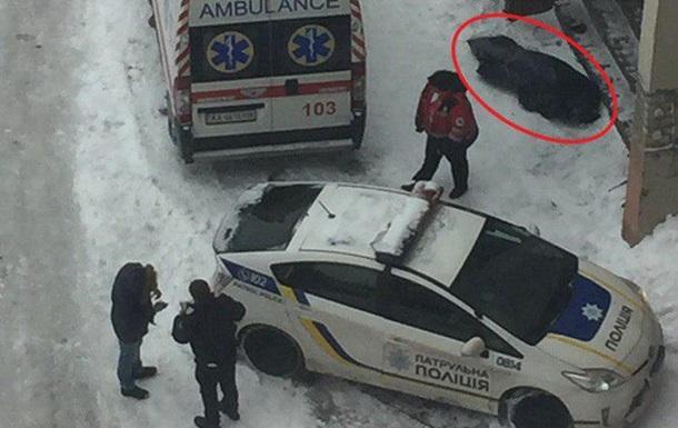 У Києві чоловік загинув, послизнувшись на дорозі