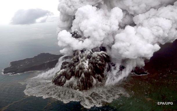 В Индонезии повысили уровень опасности из-за вулкана Анак-Кракатау