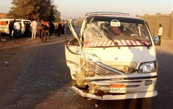 У Єгипті вісім осіб загинули у ДТП з мікроавтобусом