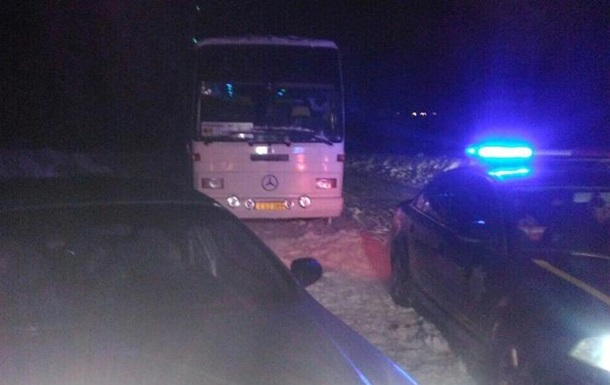 На Полтавщині зі снігових заметів звільнили 300 авто