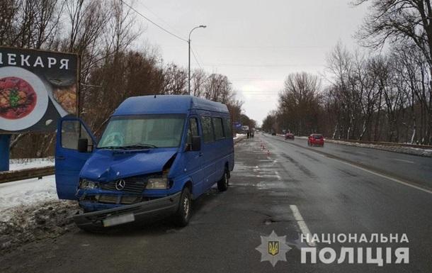 В Чернигове пенсионер попал под две маршрутки и погиб