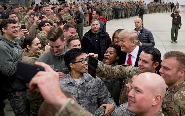 Проїхався базами. Навіщо Трамп з їздив до солдатів