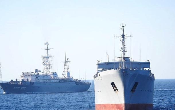 Полторак сравнил два похода кораблей на Азов