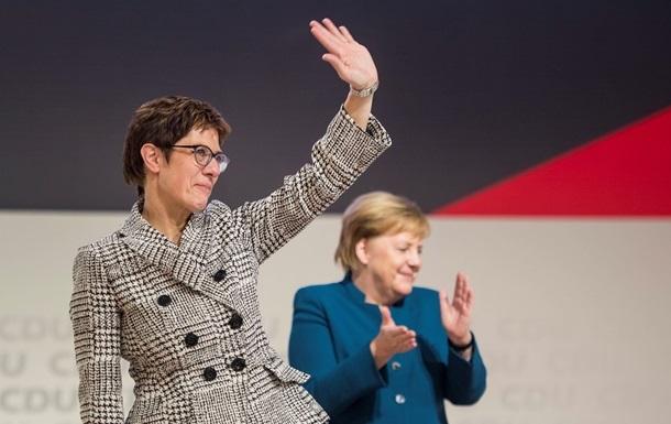 Крамп-Карренбауэр обошла Меркель по популярности