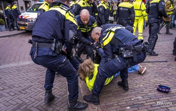 Во Франции произошли столкновения полиции и  желтых жилетов