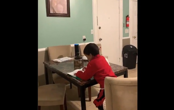Ребенка уличили в злоупотреблении виртуальным помощником
