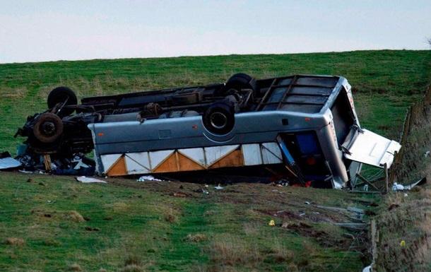 В Шотландии перевернулся автобус: более 20 пострадавших