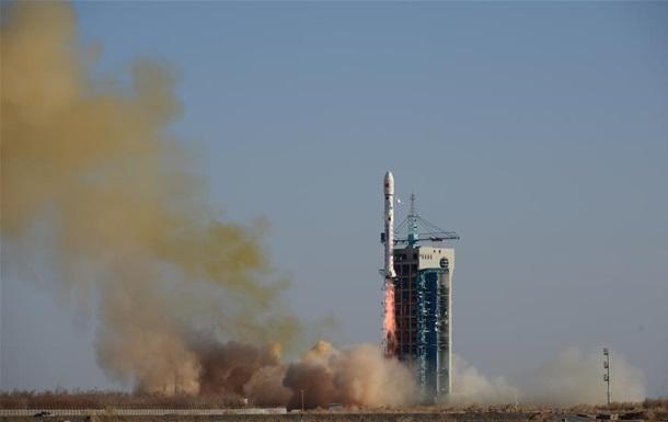 У Китаї вивели на орбіту сім супутників