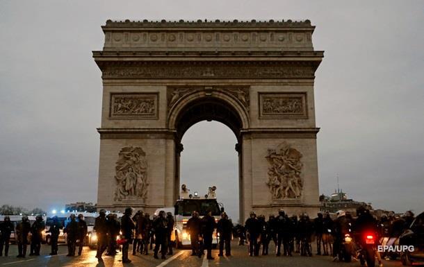 Во Франции протестовали около 12 тысяч человек