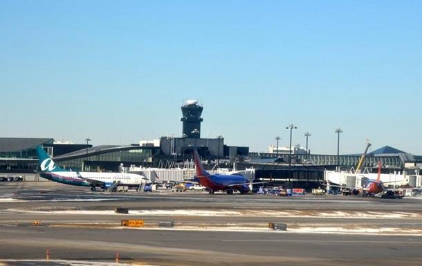 В американському аеропорту впав трап з пасажирами