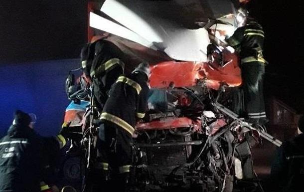 В Хмельницкой области в ДТП с грузовиком погибли три человека
