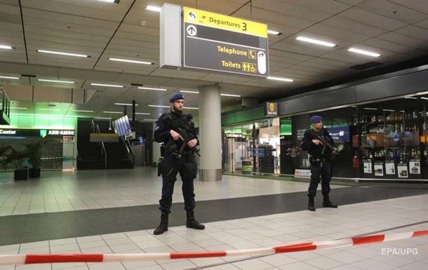 Пасажир погрожував підірвати бомбу в аеропорту Амстердама