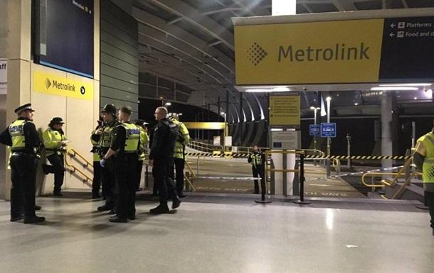 Чоловік з ножем напав на людей в метро Манчестера - ЗМІ