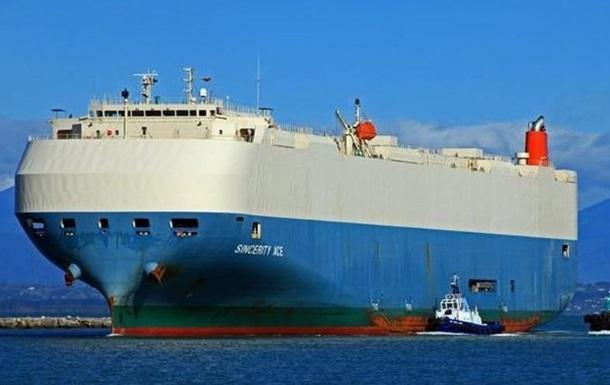У Тихому океані горить вантажне судно