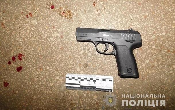 У Києві чоловік з пістолета поранив двох квартирантів
