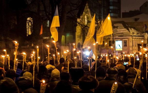 В Днепре прошло факельное шествие в честь Бандеры