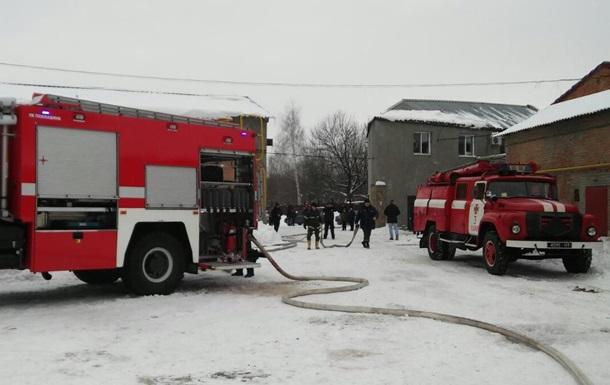 В Харькове загорелся склад со швейной фурнитурой