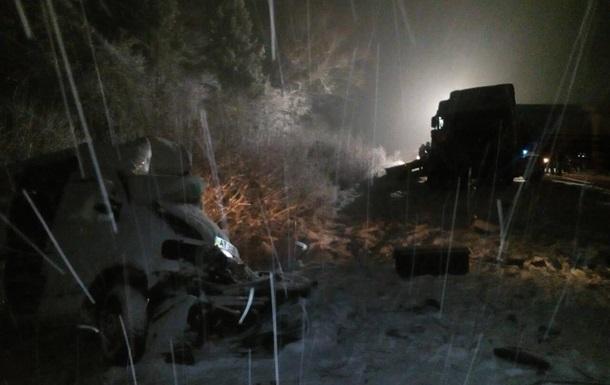 Во Львовской области столкнулись цистерна и два микроавтобуса: есть жертвы