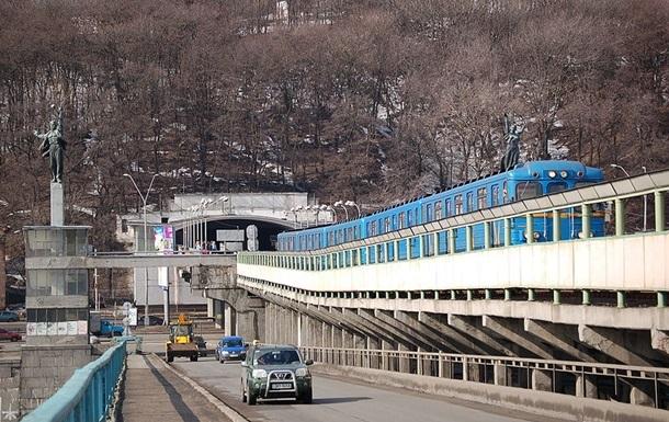 В Киеве перекроют движение на мосту Метро