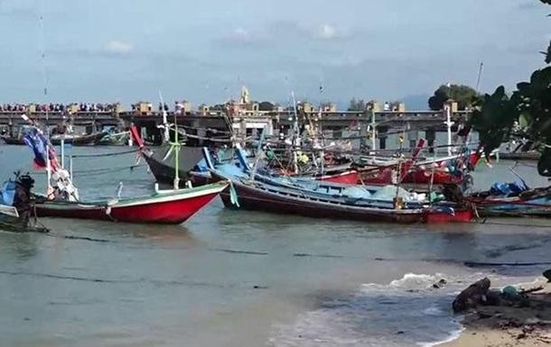 Ураган надвигается на южные курорты Таиланда