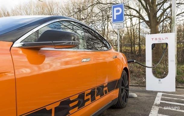 Tesla снизила цены на все свои электромобили