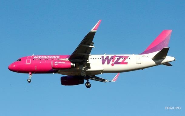 В самолет Wizz Air попала молния