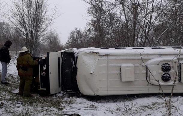 В Запорожской области микроавтобус с пассажирами слетел с дороги