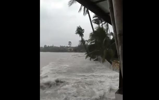 Тропічний шторм обрушився на Таїланд