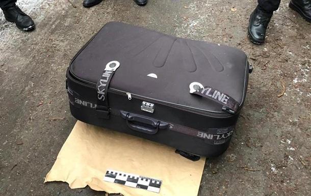 У Дніпрі в сміттєвому баку знайшли валізу з трупом