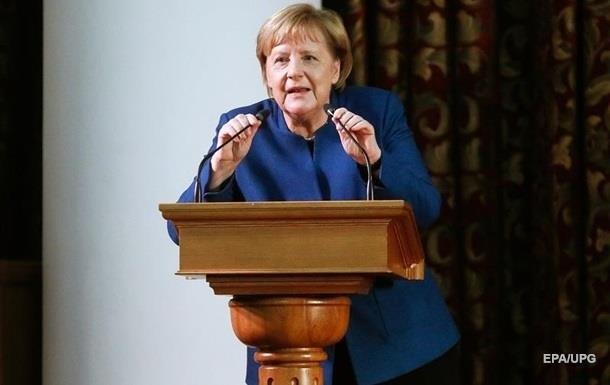 Личные данные Меркель в Сеть не попали