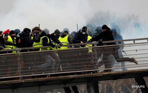 Желтые жилеты  возобновили протесты во Франции