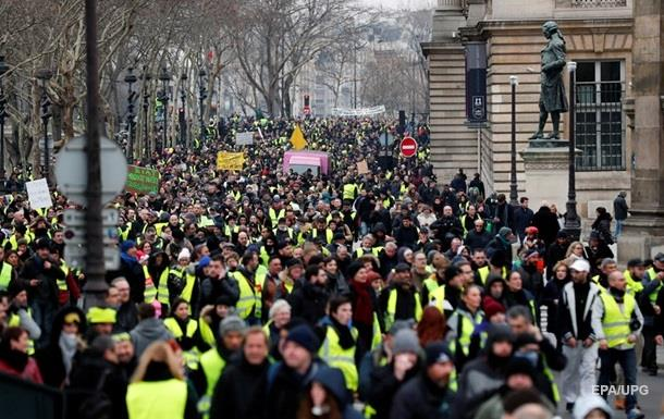 Макрон ответил на новые протесты  желтых жилетов