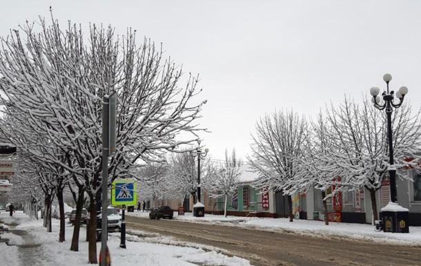 У Криму через снігопад без світла тисячі людей