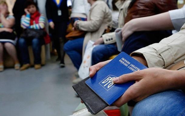 Паспорт України піднявся на три позиції за рік