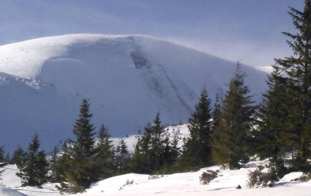Спасатели предупреждают о высокой лавиноопасности в Карпатах