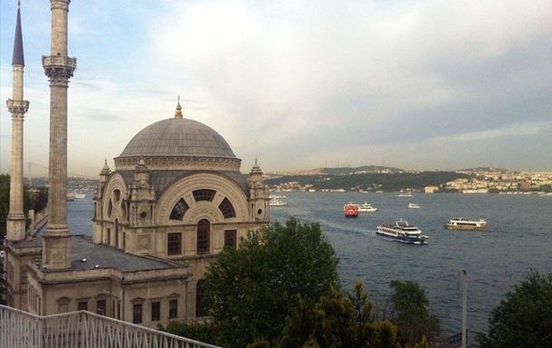 Туреччина закрила протоку Босфор через погану погоду