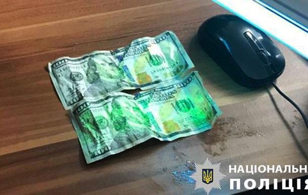 На Закарпатье пограничник пытался проглотить взятку при задержании