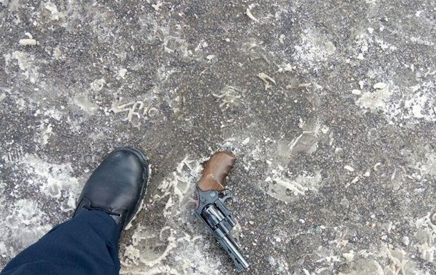На вулиці Дніпра чоловікові вистрелили в обличчя